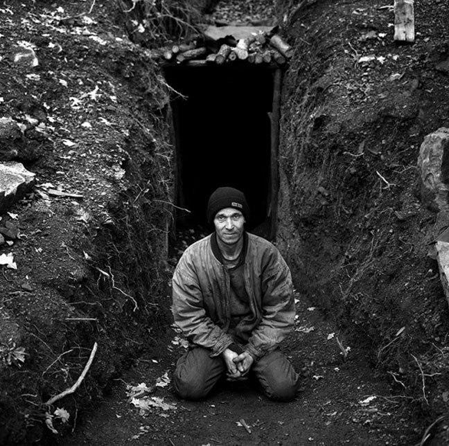 Александр Чекменев. Нелегальная шахта, копанка. Поселок Хрустальное, Луганская область, Украина, 2002.