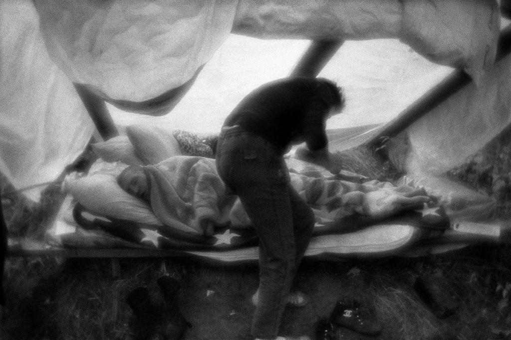 Сергей Трапезин.  Стихийный лагерь бездомных в овраге. Москва, 2015