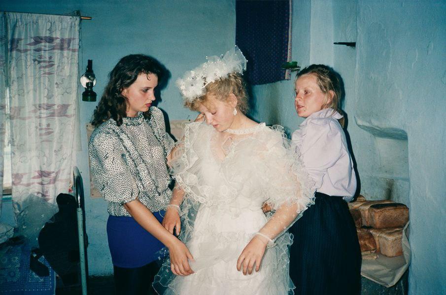 Bertien van Manen. Невеста. Шамановская, Кировская область, 1992